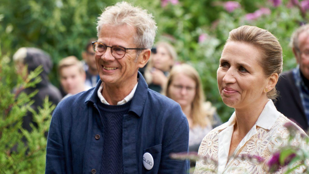Statsminister Mette Frederiksen og direktør i Glad Fonden, Mikkel Holmbäck på rundvisning i Glad Zoo